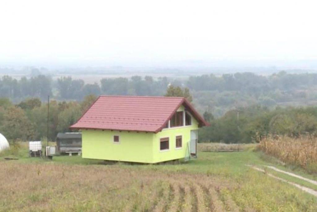 Izgradio rotirajuću kuću da mu žena uvijek ima lijep pogled